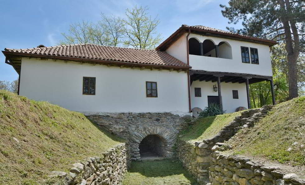 Strojkovce Leskovac museum, textile production beginning in Serbia